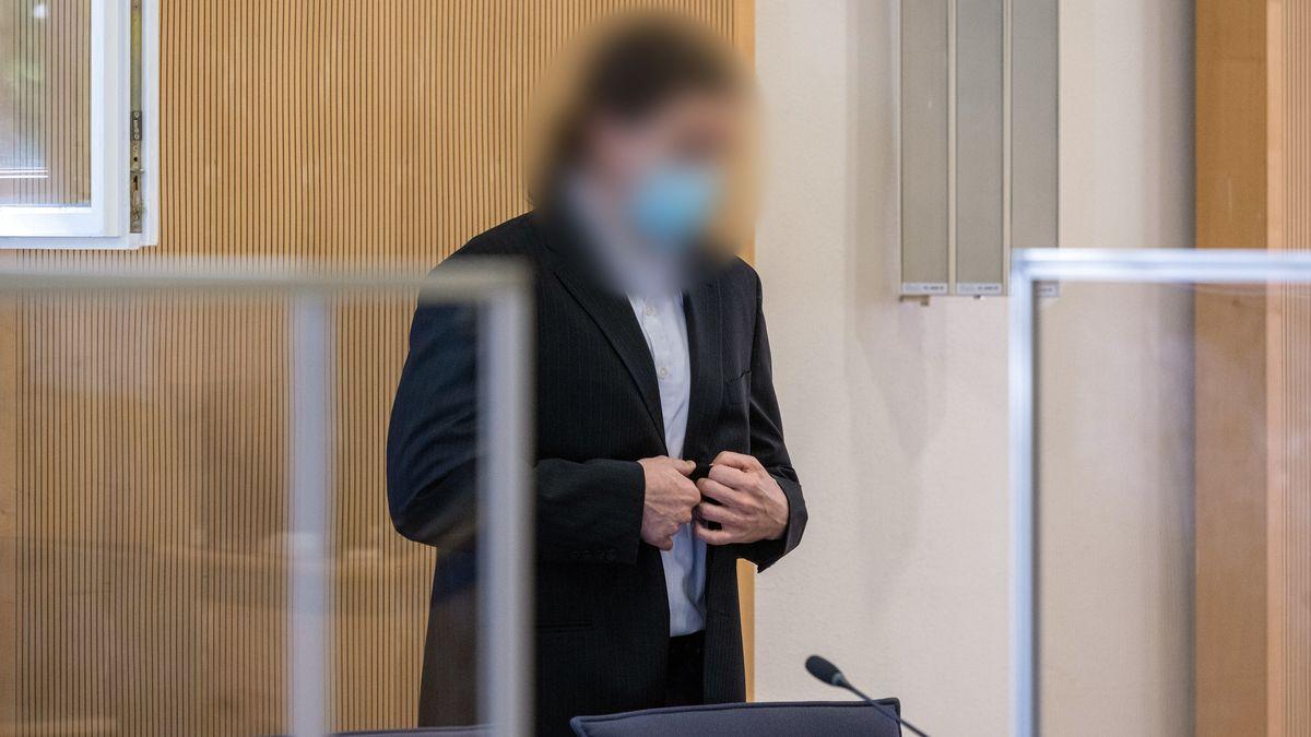 Der Verlobte Baumers soll die 26-Jährige im Mai 2012 mit Medikamenten getötet und ihre Leiche vergraben haben. Aus Sicht der Staatsanwaltschaft brachte der Krankenpfleger die Frau um, um für eine Beziehung mit einer Patientin frei zu sein. Bislang schwieg der Angeklagte im Prozess.