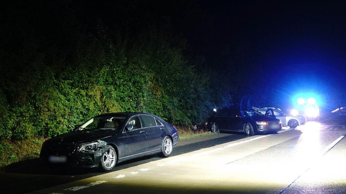 A81 bei Boxberg: Der Wagen vom baden-württembergischen Ministerpräsidenten Kretschmann und am Unfall beteiligte Fahrzeuge stehen am Standstreifen