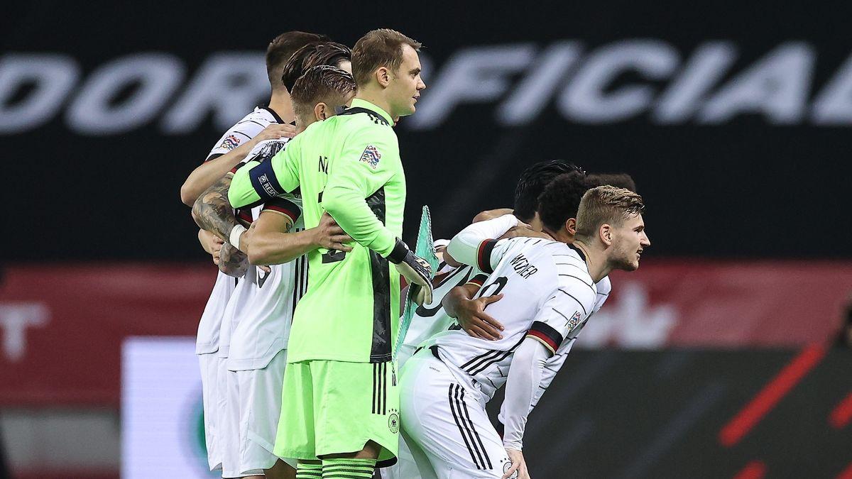 Die deutsche Nationalelf beim Mannschaftsfoto vor dem Spiel