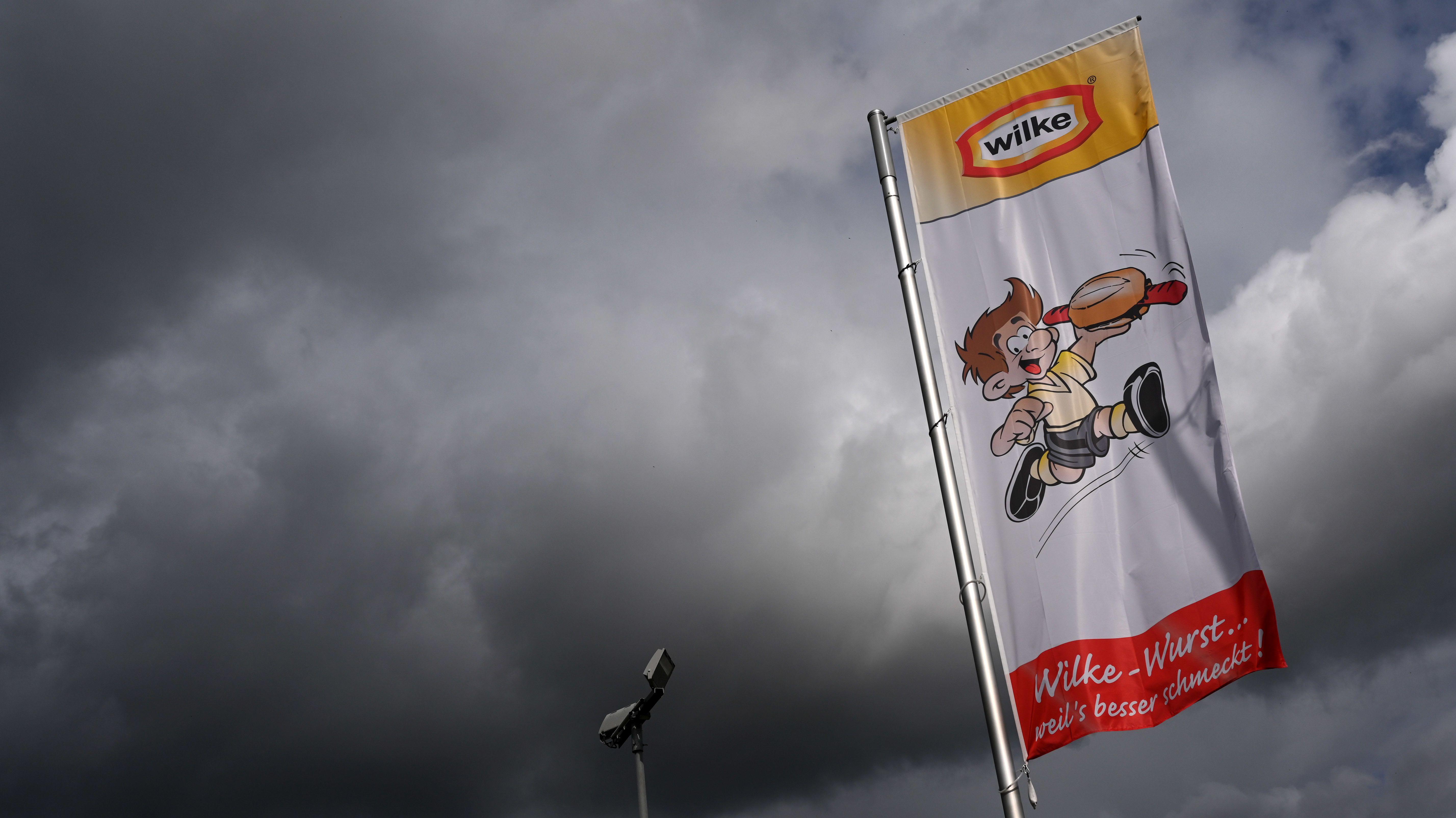 Fahnde mit Logo der Firma Wilke