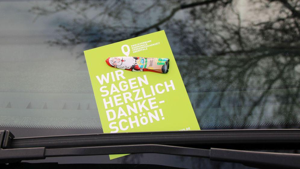 Schokolade statt Strafzettel im Scheibenwischer   Bild:Julia Rösch/ZV KVS