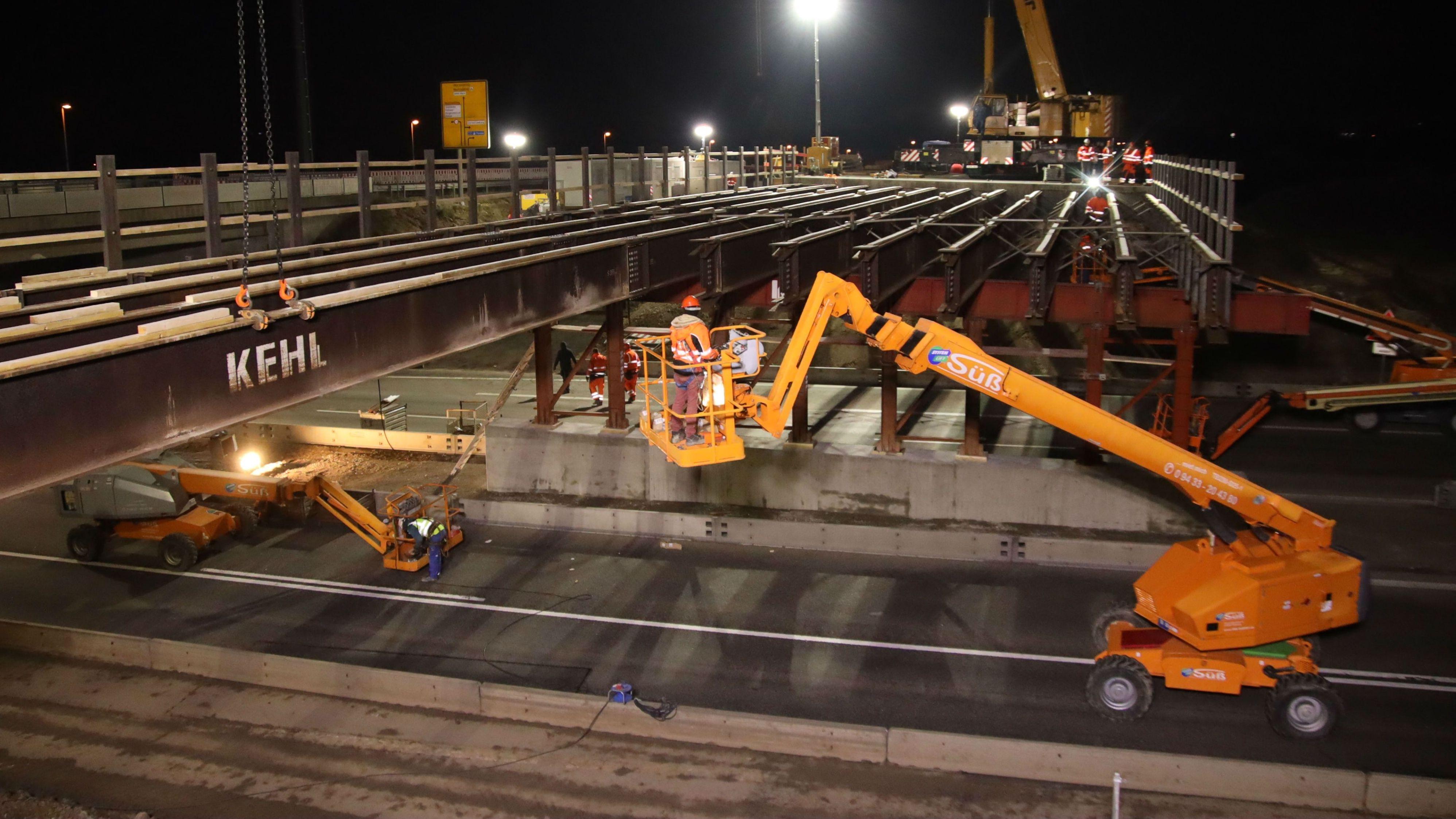 Brückenbauarbeiten über der A3