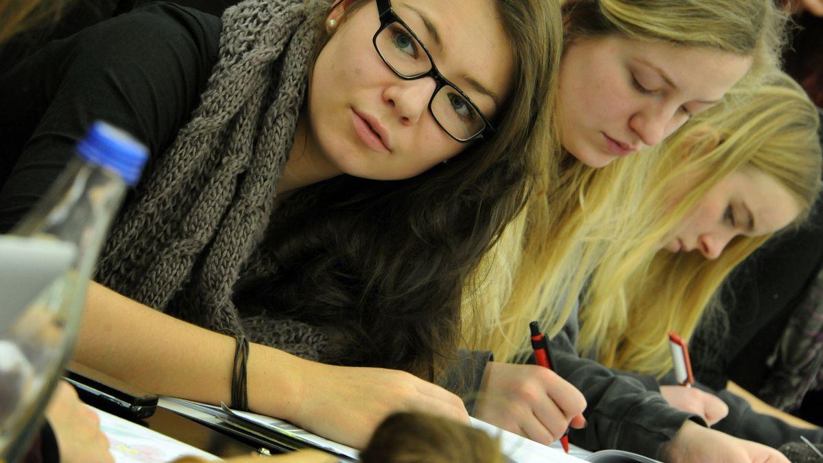 Studentinnen im Lehrsaal (Symbolbild)
