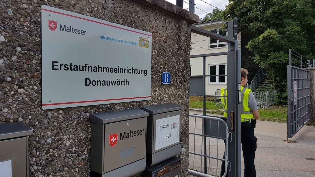 Eingang des Anker-Zentrums Donauwörth
