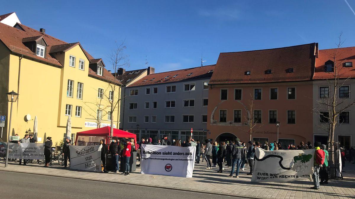 Die Initiative gegen Rechts demonstriert gegen Verschwörungstheoretiker und Rechtsradikale in Regensburg