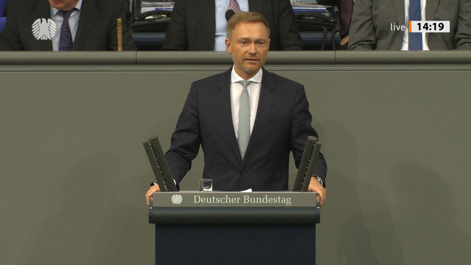 DP-Chef Christian Lindner hat sich im Bundestag für die Mitschuld seiner Partei an der Regierungskrise in Thüringen entschuldigt.
