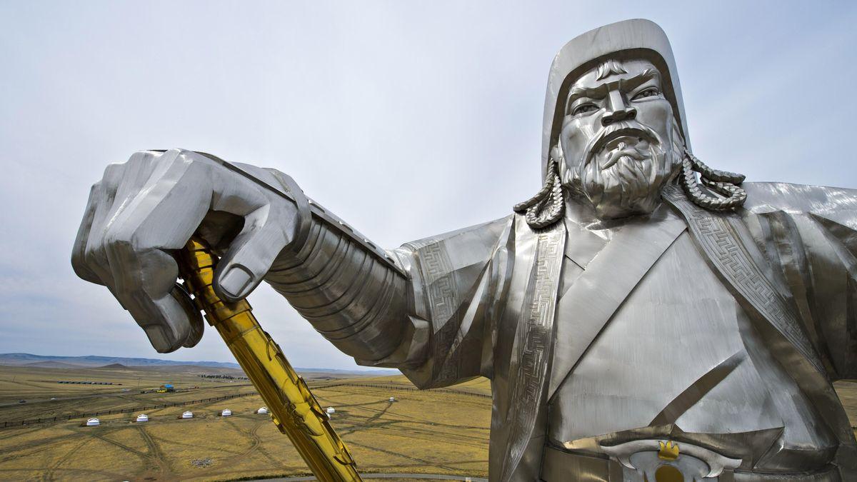 Kolossale Statue in Stahl