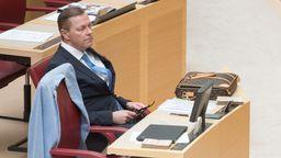 Ralph Müller, Abgeordneter der AfD, sitzt bei der Plenarsitzung im Bayerischen Landtag im Plenarsaal.  | Bild:dpa-Bildfunk/Tobias Hase