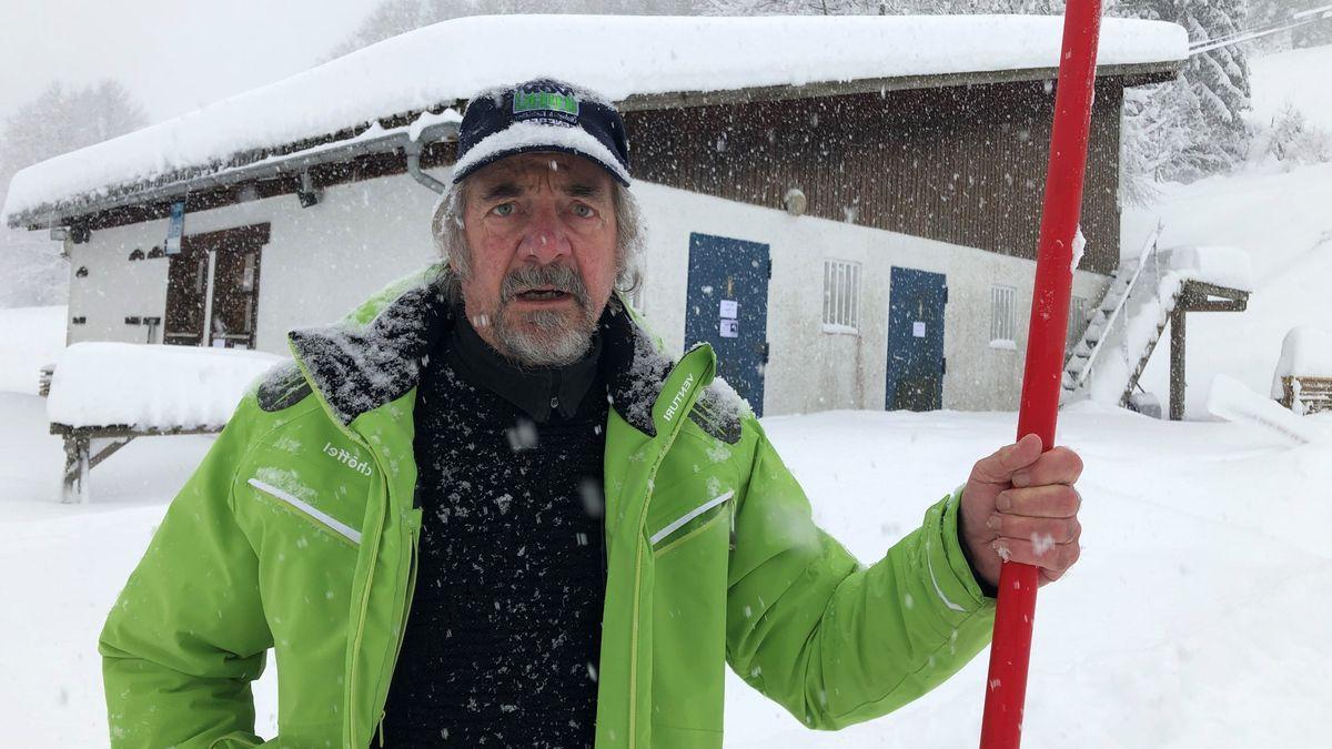 Liftbetreiber Rudi Holzberger an seinem Schlepplift im Kreuzthal