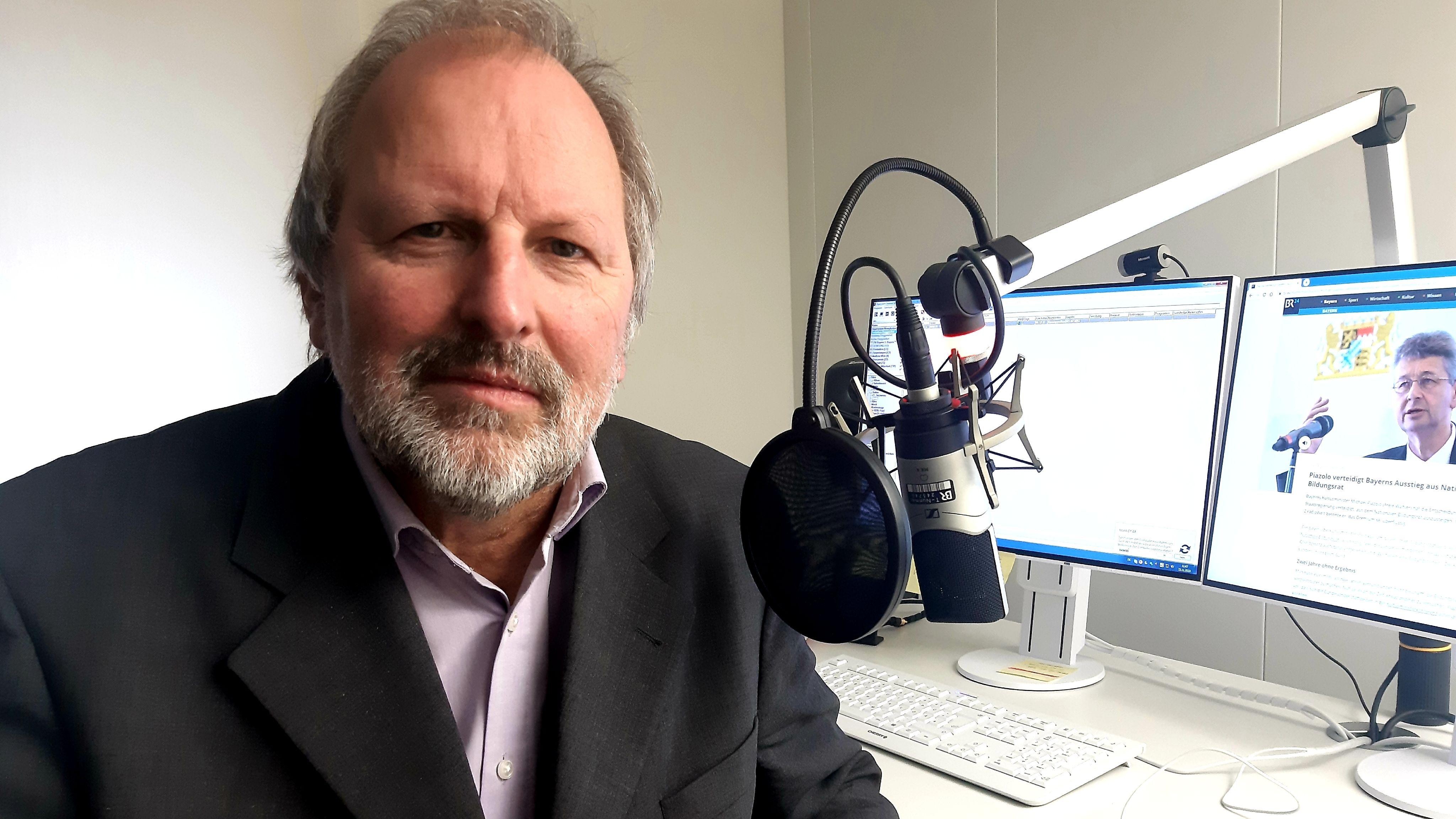 Heinz-Peter Meidinger im Interview im BR-Studio Deggendorf