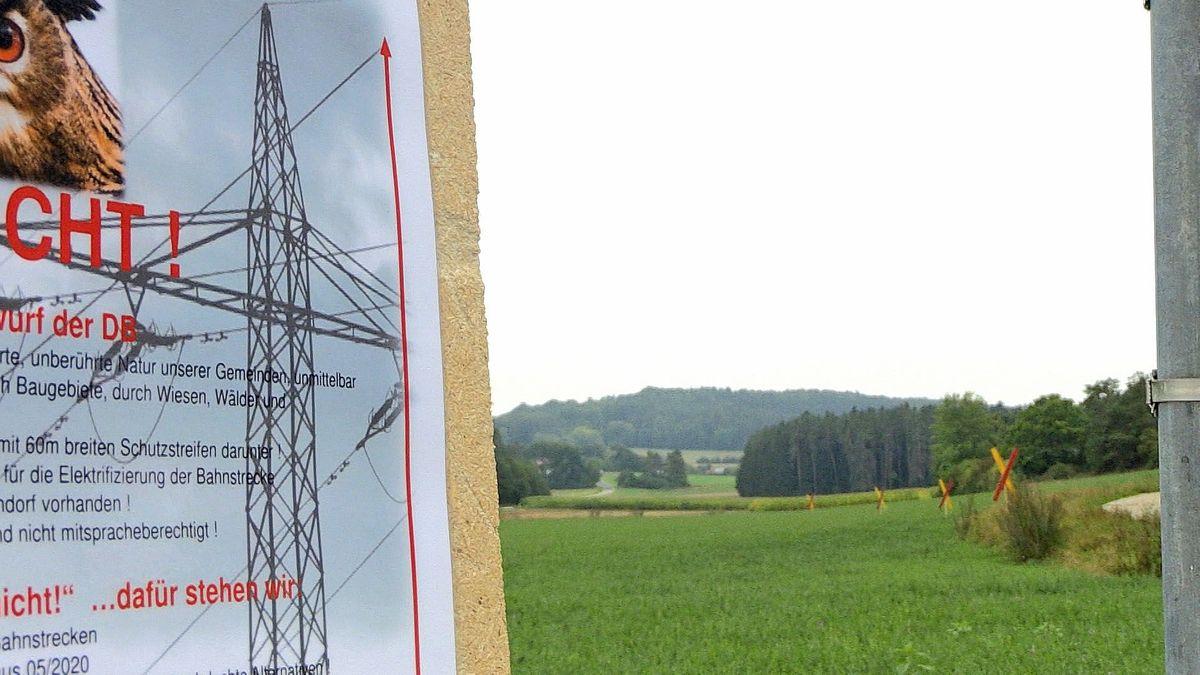 Schild mit Widerstand gegen die geplante Stromleitung in Amberg-Sulzbach