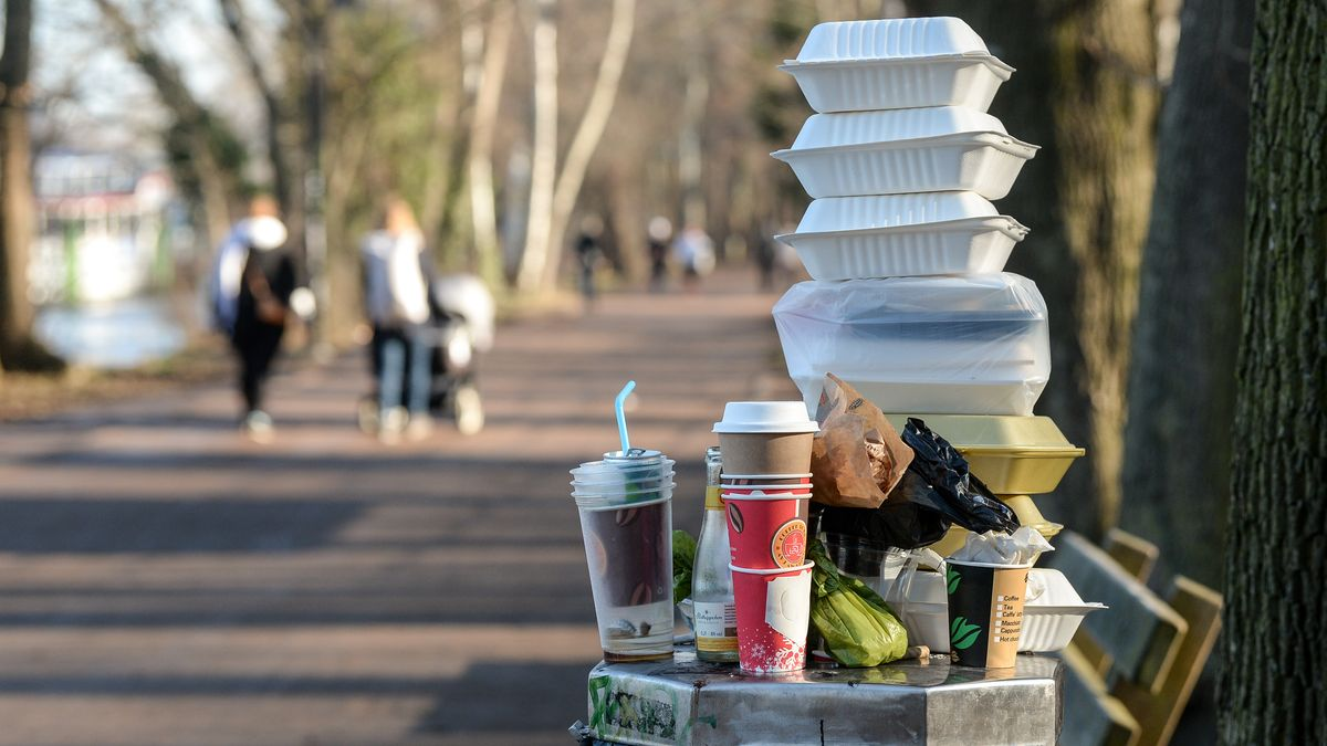Ab 3. Juli 2021 gilt ein EU-weites Verkaufsverbot für umweltschädliche Einwegartikel aus Plastik.
