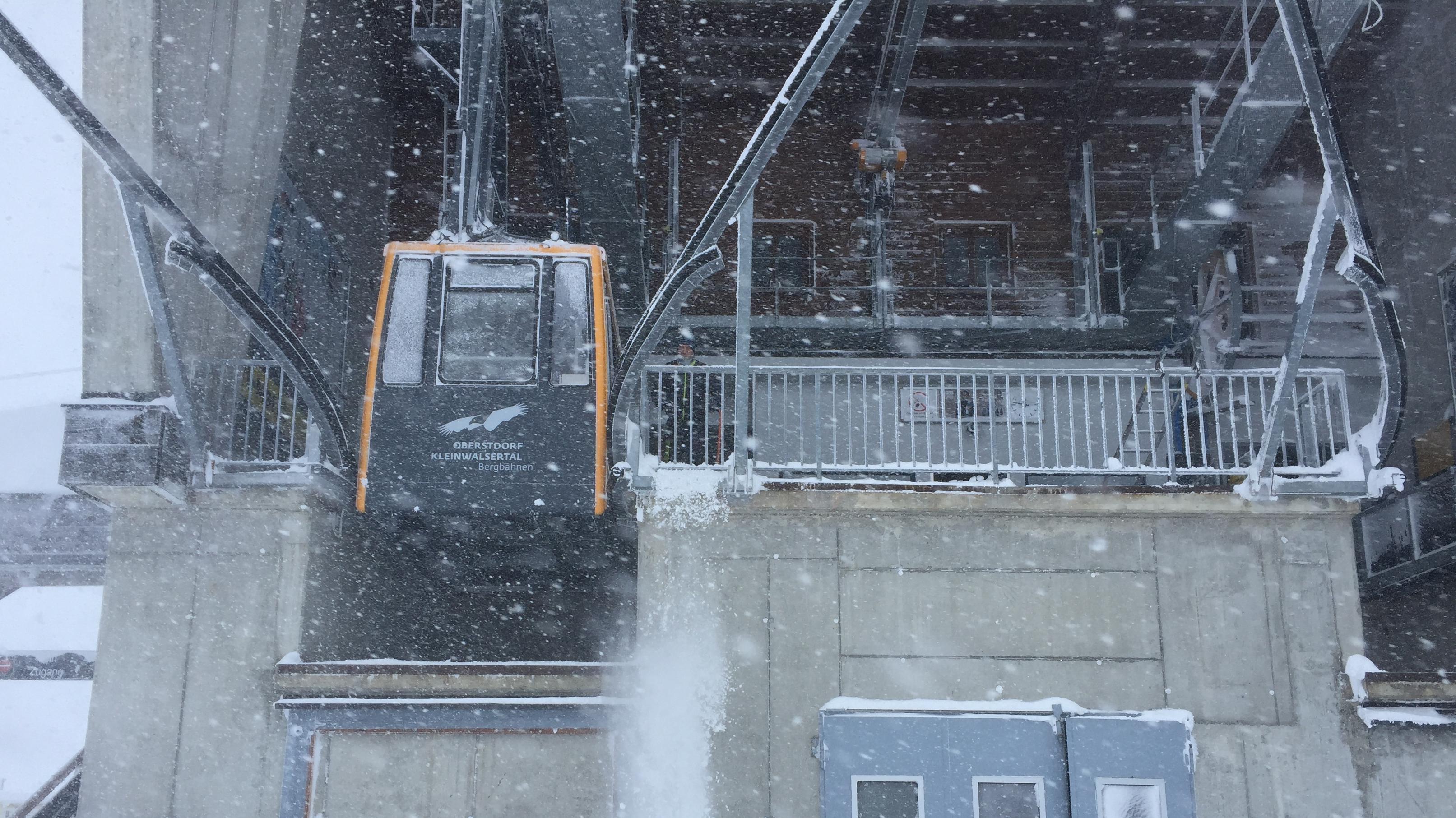Eine Gondel in der Nebelhornbahn.