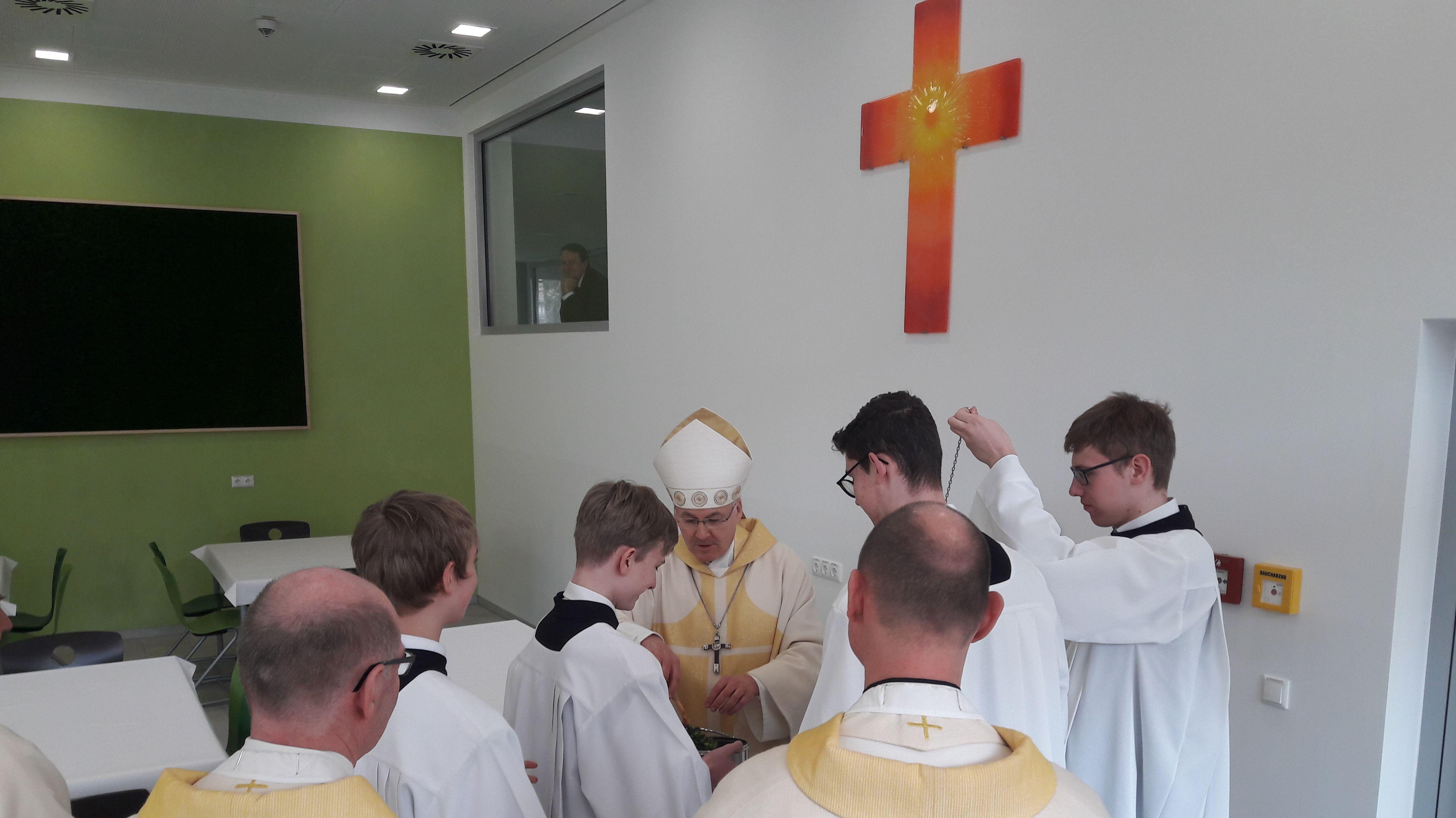 Der Regensburger Bischof Rudolf Voderholzer segnete im Rahmen der Feierlichkeiten das neue Zuhause der Domspatzen.