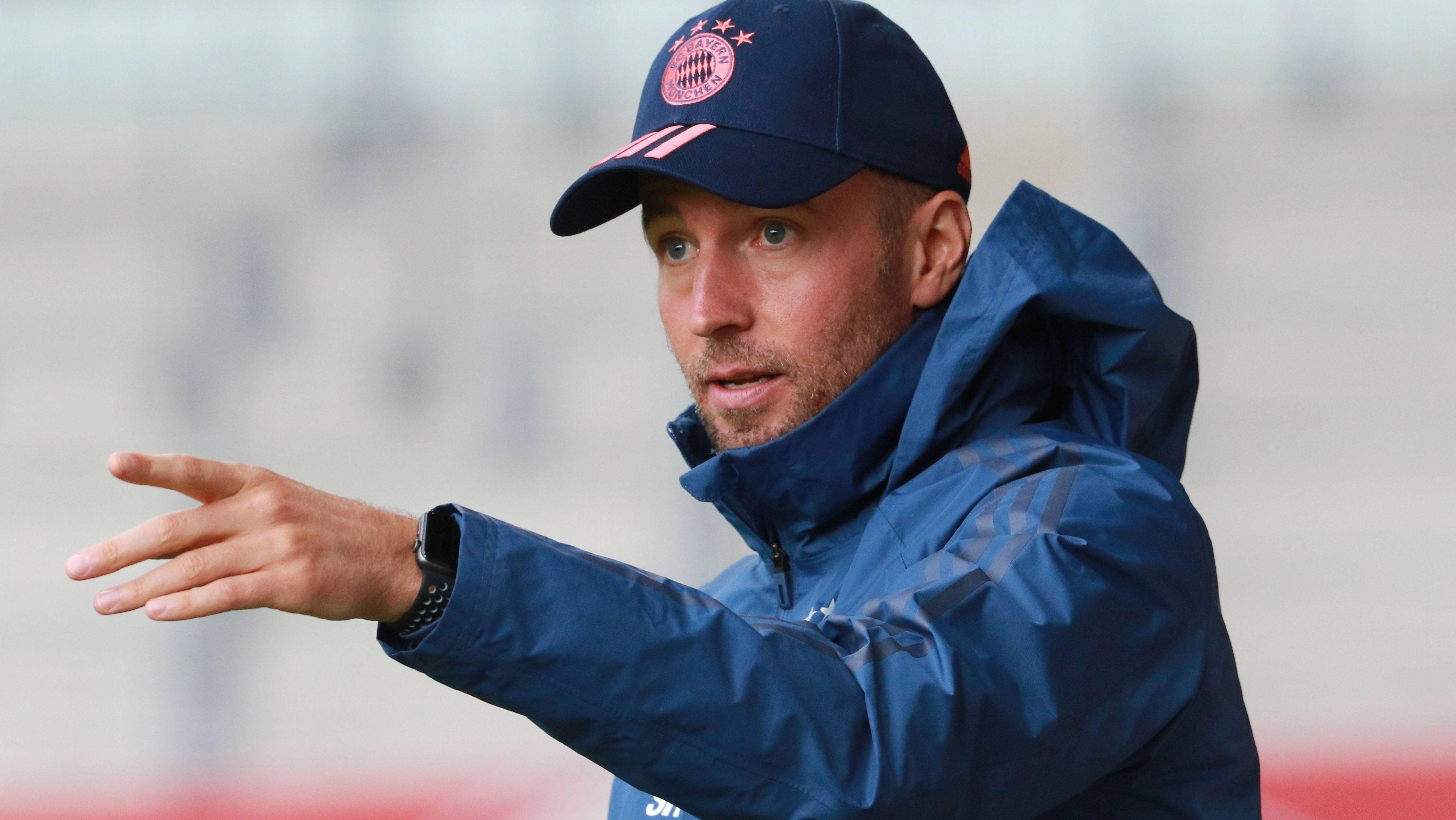 Sebastian Hoeneß, Trainer des FC Bayern München II, bei einem Vorbereitungsspiel
