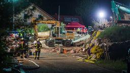 Die Rettungsarbeiten liefen auch in der Nacht weiter | Bild:BR/Pieknik
