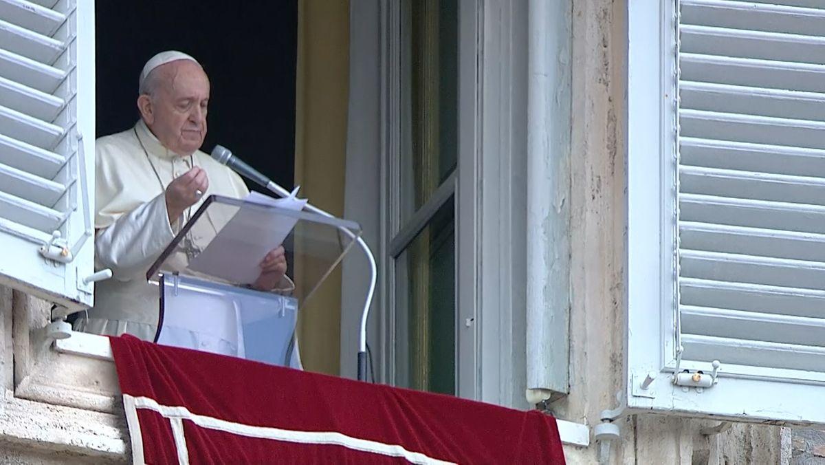 """Nach fünf Jahren gibt es eine neue Enzyklika von Papst Franziskus. Das Grundsatzpapier beschäftigt sich mit Gerechtigkeit in der Welt und dem Zusammenhalt der Menschen. Auf Italienisch heißt das Dokument """"Frattelli tutti"""" - auf Deutsch """"Alle Brüder""""."""