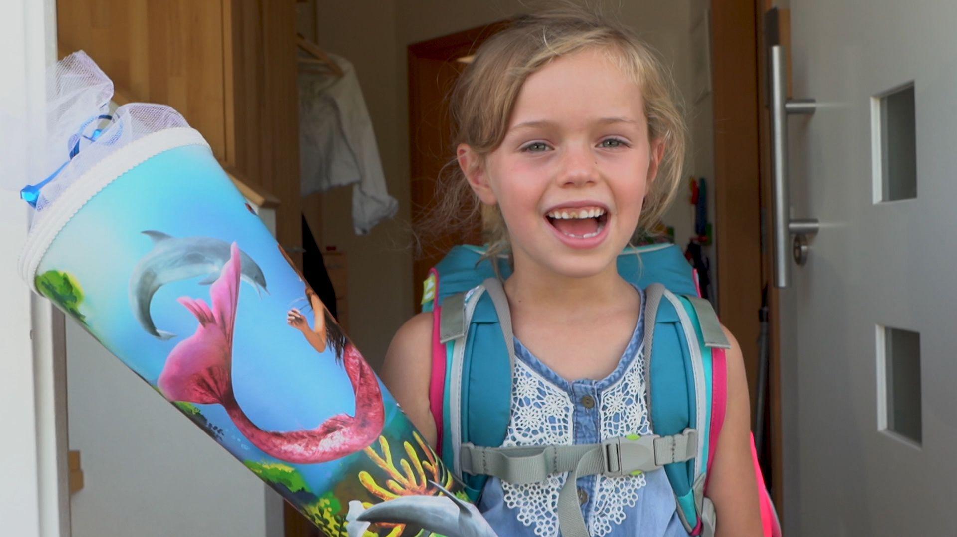 Baldige Schülerin Hanna mit Schultüte