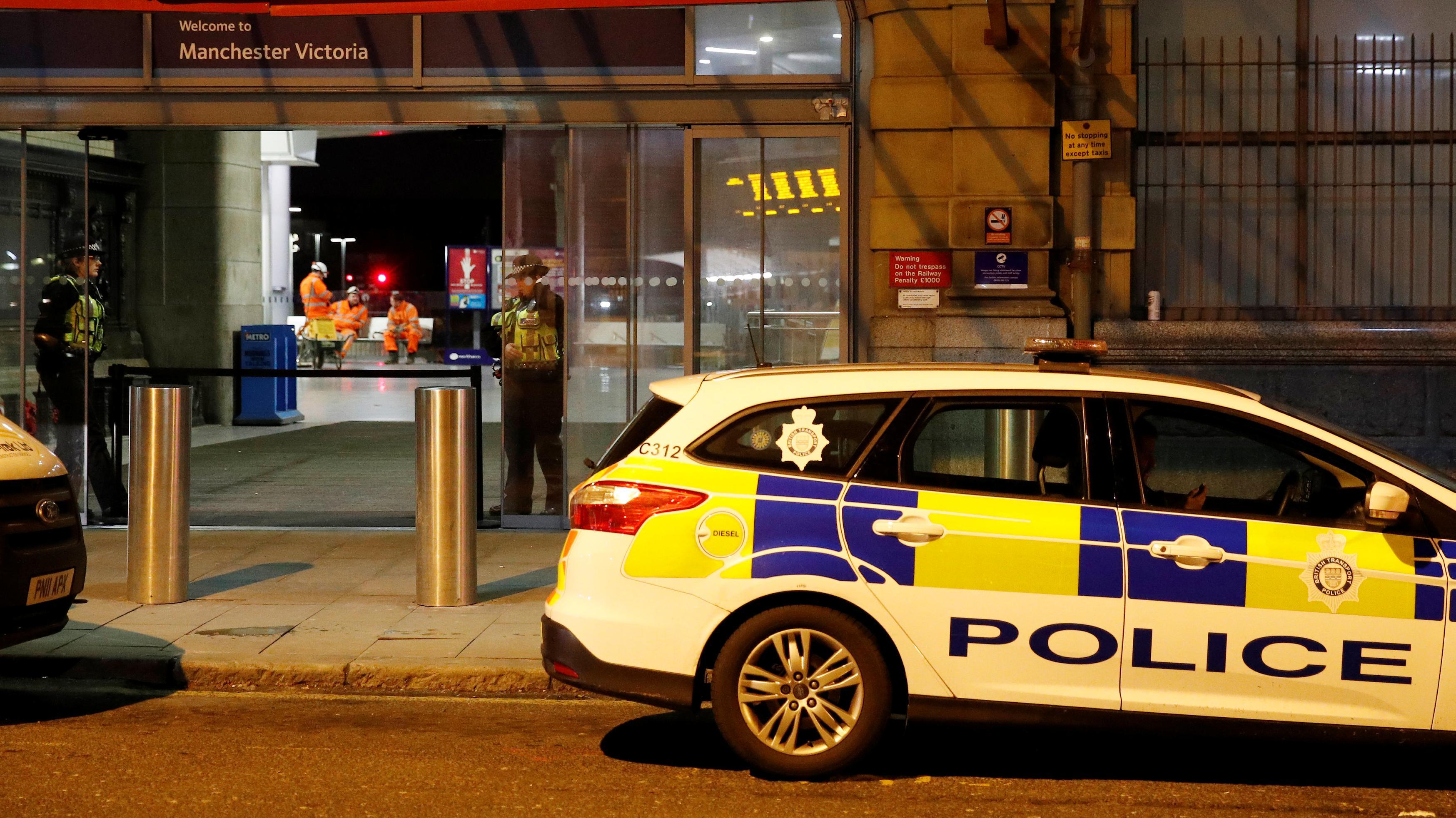Polizei an der Victoria Station in Manchester