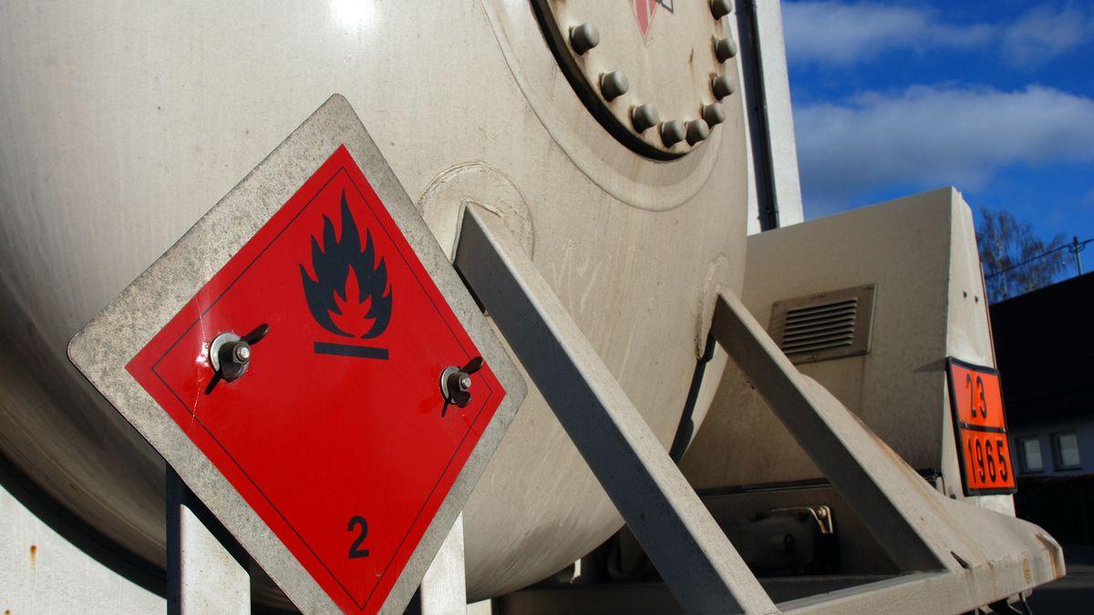 Gekennzeichneter Gefahrgutransport Technischer Gase (Symbolbild)