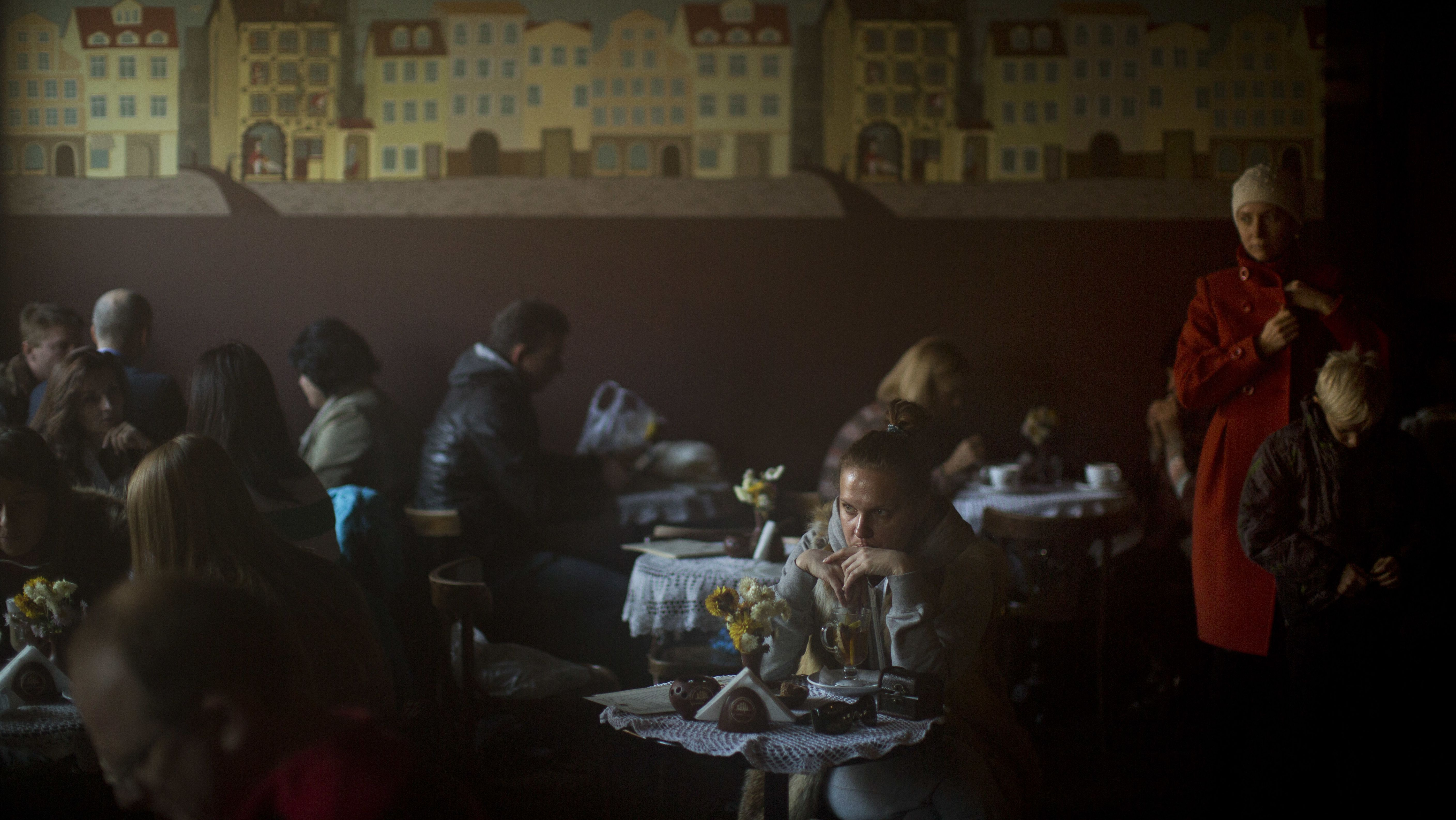 Atmosphäre in einem Café in der Mitte von Kiew