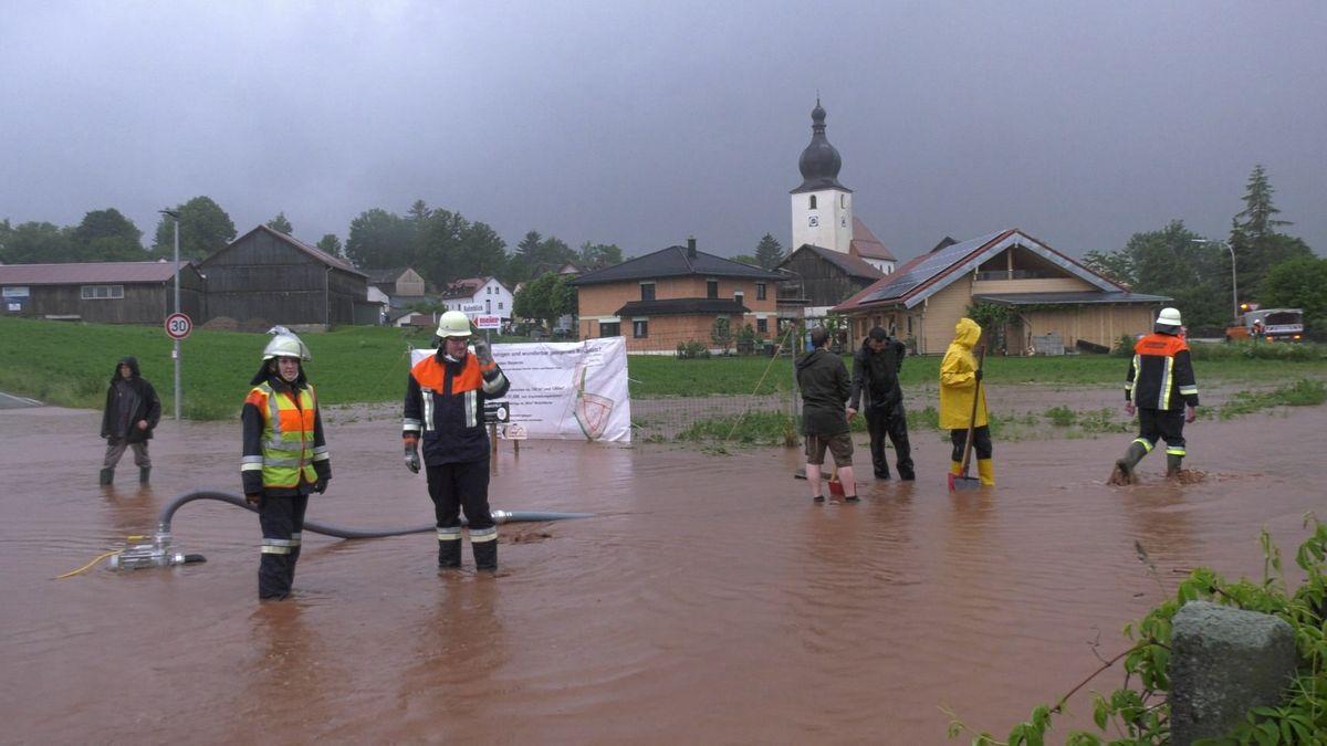 Das Unwetter traf besonders die nördliche Oberpfalz, wie hier in Neustadt am Kulm...