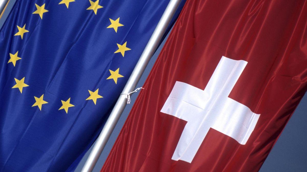 """Nach dem Willen der SVP sollen weniger EU-Bürger in die Schweiz kommen, daher ihre """"Begrenzungsinitiative""""."""