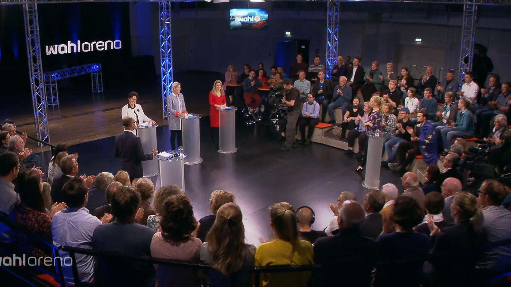 Kandidatinnen und Publikum in der Wahlarena