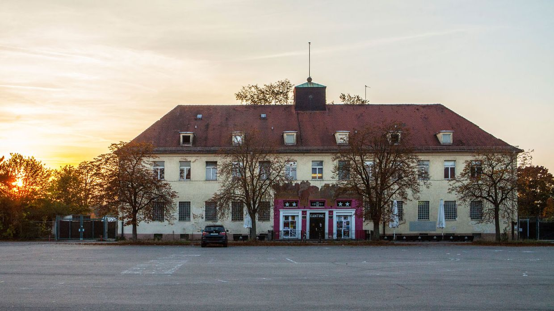 Historisches Gebäude auf dem Gelände der Reese-Kaserne in Augsburg