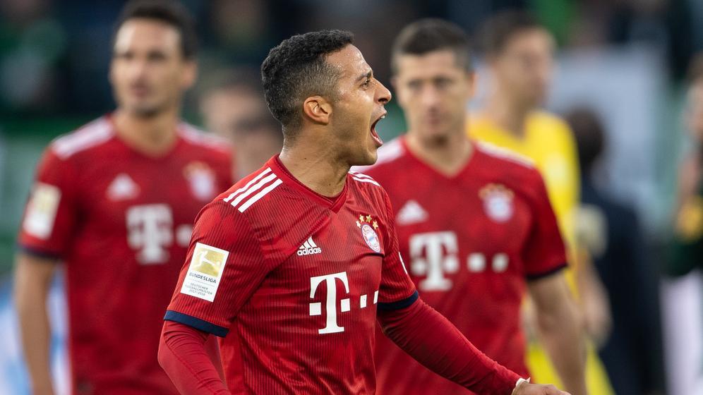 Spielszene FC Bayern - Vfl Wolfsburg | Bild:picture-alliance/dpa