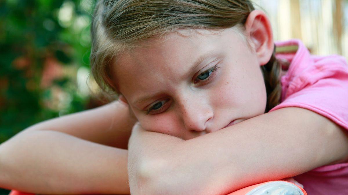 Symbolbild von einem traurig bedrücktem Kind