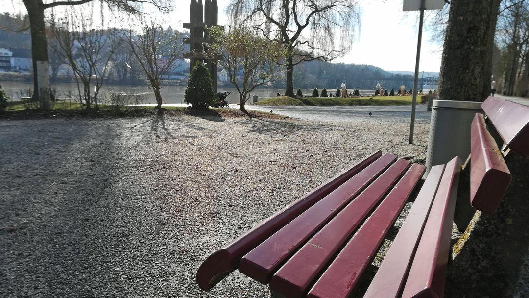Die Innpromenade in Passau. Hier soll eine Hochwassermauer entstehen.