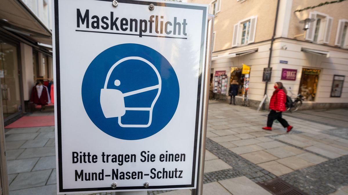 Schild zur Maskenpflicht in Passau