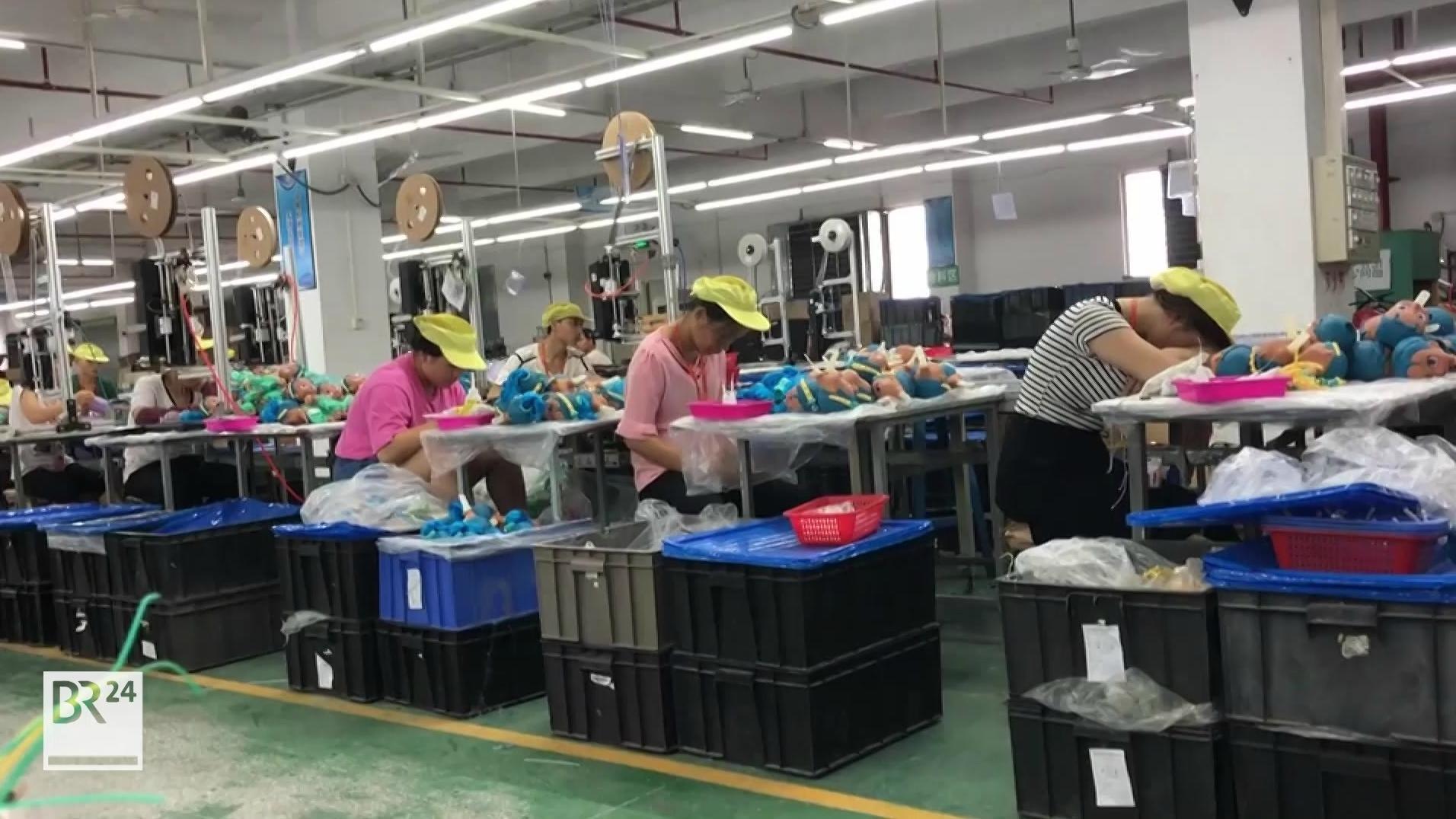 Arbeiterinnen in einer chinesischen Spielzeugfabrik