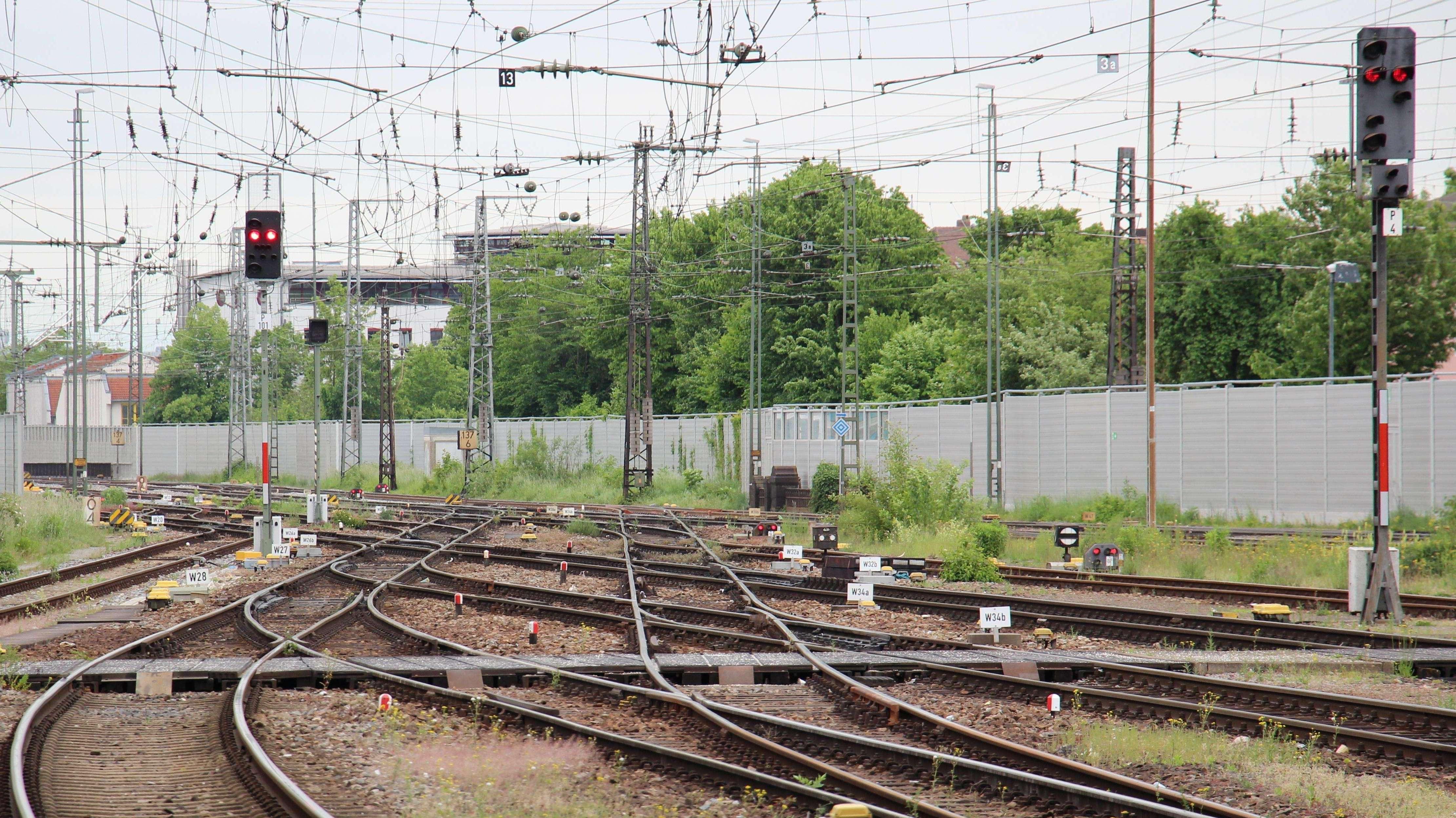 Symbolbild: Probleme im Zugverkehr zwischen Schwandorf und Regensburg