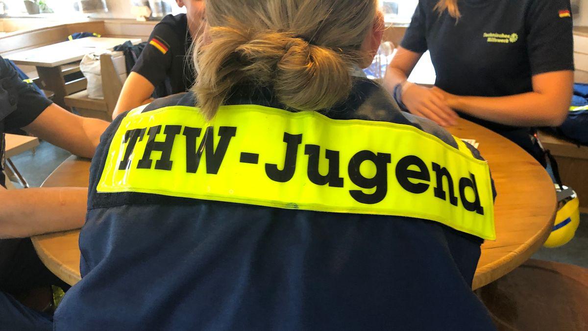 Einsatz-Jacke der THW-Jugend in Rosenheim