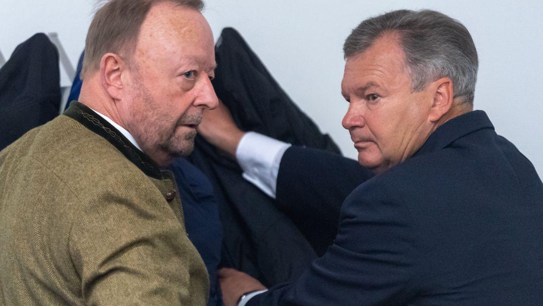 Jakob Kreidl (r) und der Mitangeklagte Gustav Georg Bromme (l)  am  Landgericht München.