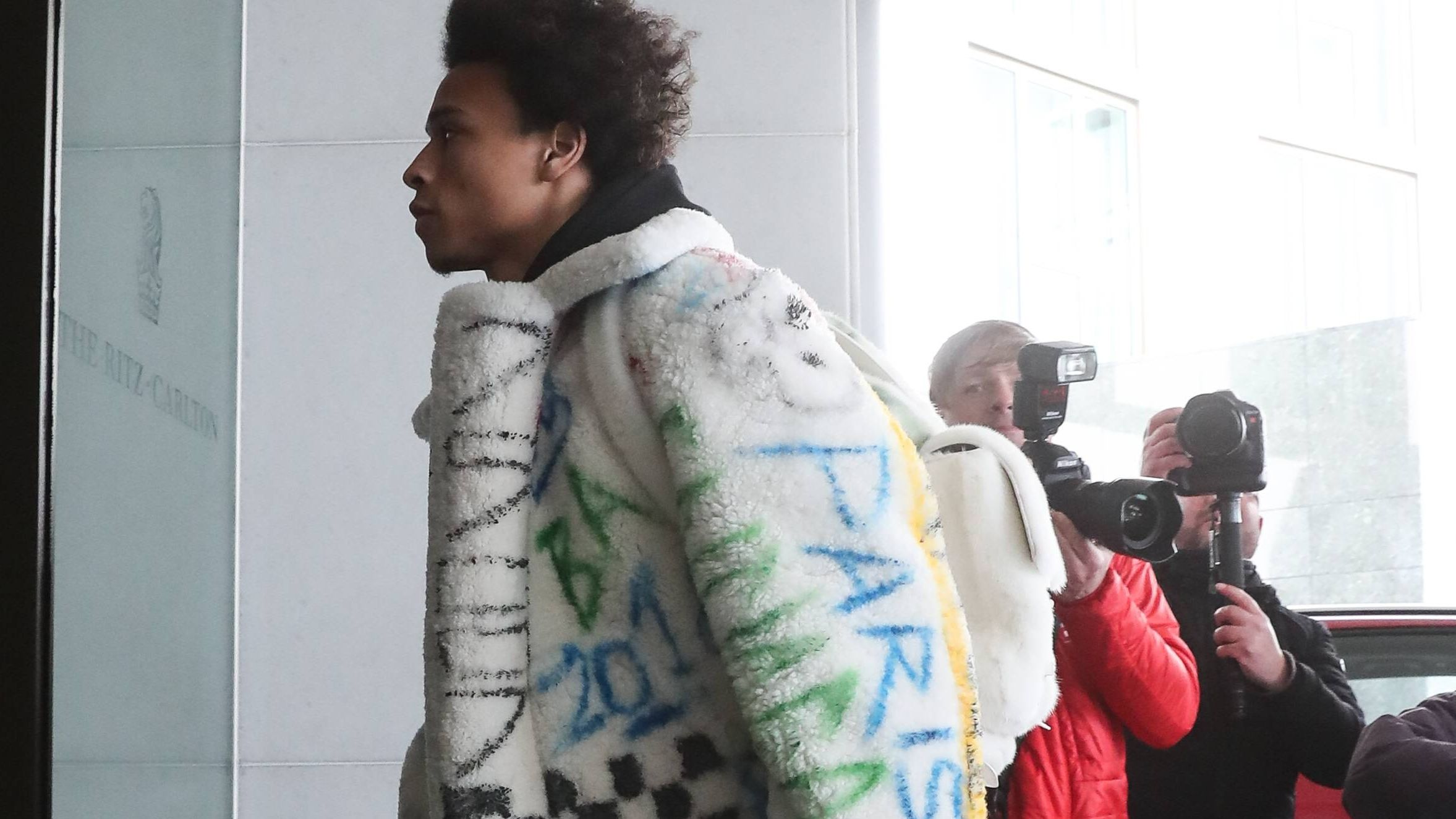 Leroy Sané in seiner umstritten teuren Fell-Jacke