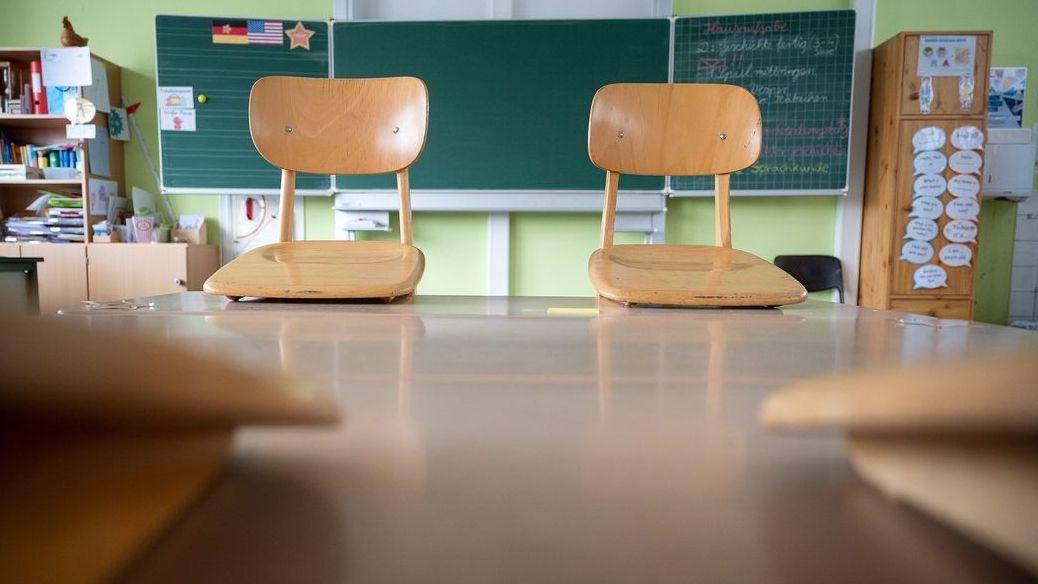 Kaum sind viele bayerische Schulen zum Präsenzunterricht zurückgekehrt, schon mussten einige Kinder wieder in Quarantäne geschickt werden.