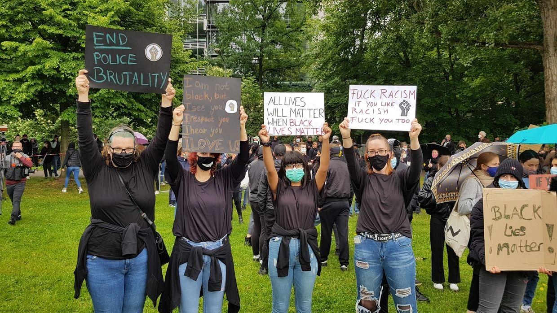 Teilnehmer bei der Demo gegen Rassismus in Nürnberg