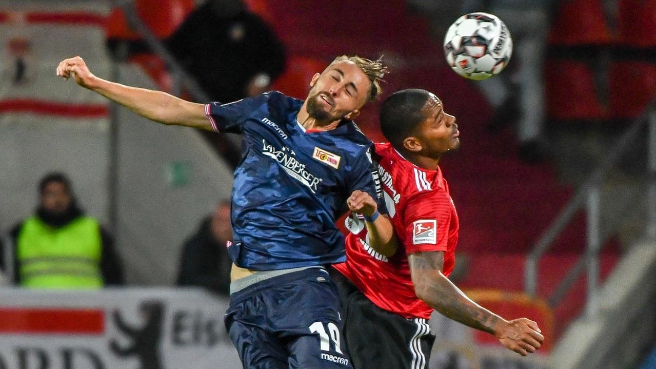 Zweikampf in der Partie Ingolstadt gegen Berlin
