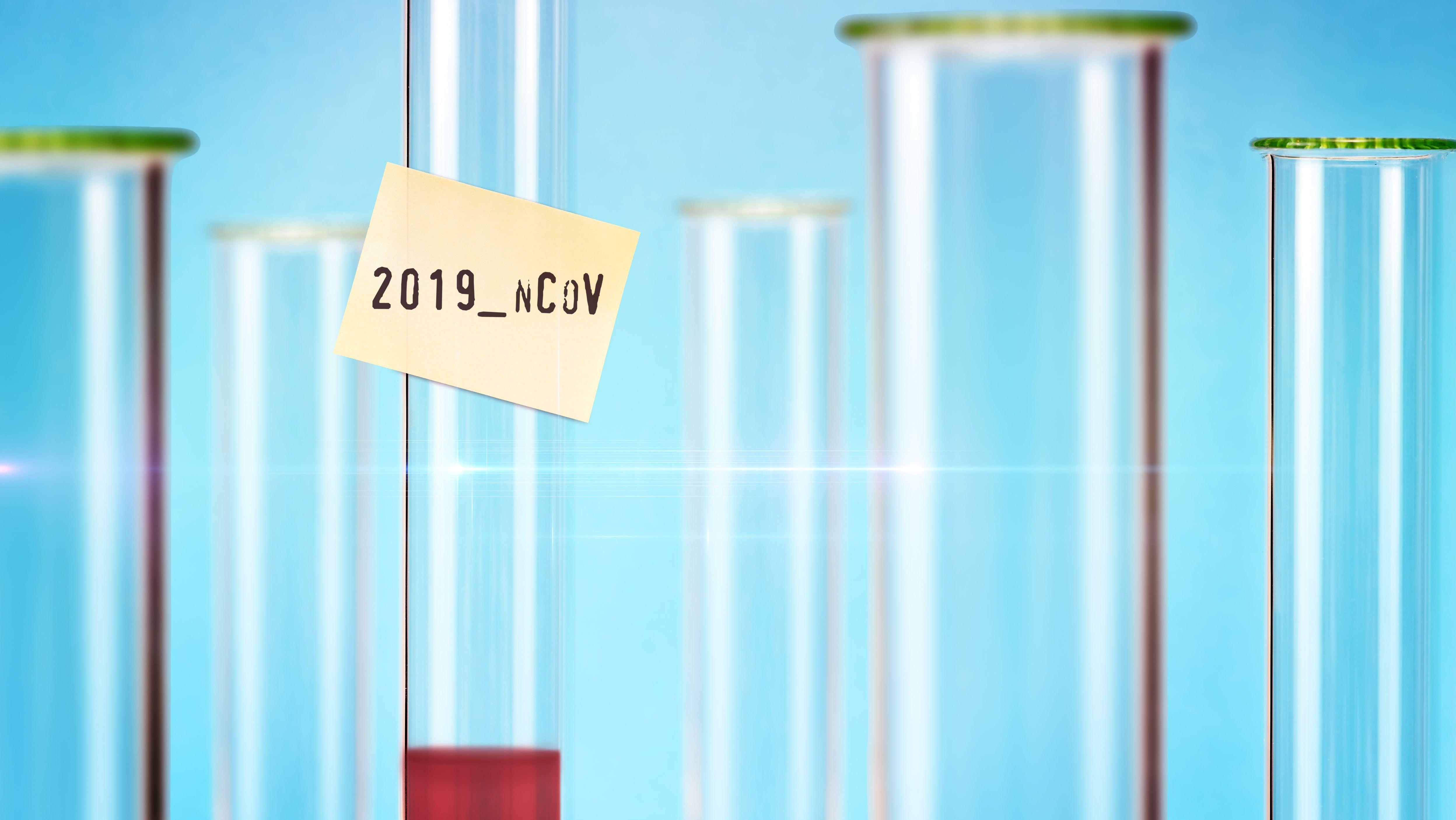 Symbolfoto Coronavirus: Reagenzglas mit Schriftzug 2019-nCoV auf einem Zettel