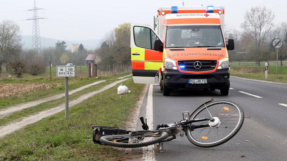 Radfahrer lebensgefährlich verunglückt