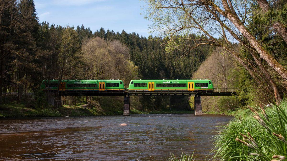 Ilztalbahn auf der Ilzbrücke.