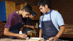 Jugendliche Azubis bei der Arbeit | Bild:picture alliance / imageBROKER