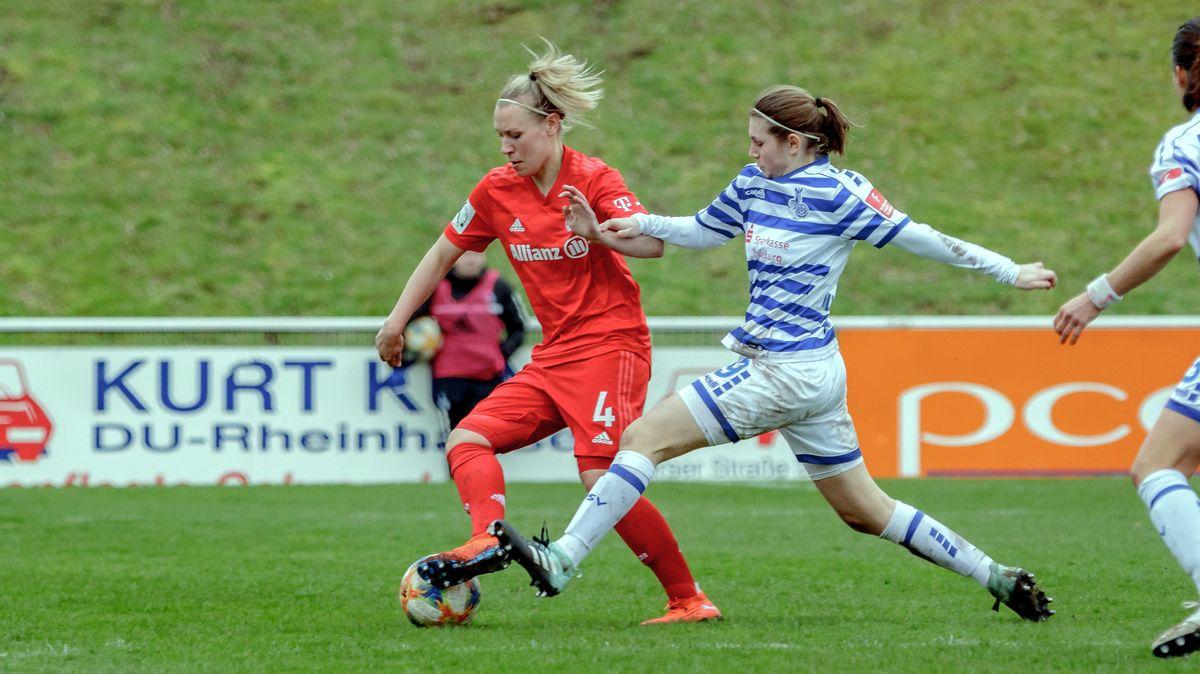 Zweikampf in einer Bundesligapartie der FC Bayern-Frauen