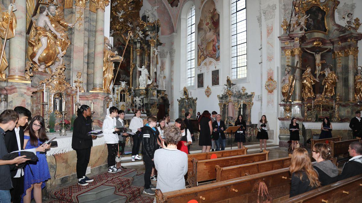 Blitzeinschlag in die Kirche St. Peter und Paul beim Schulabschlussgottesdienst in Oberammergau.