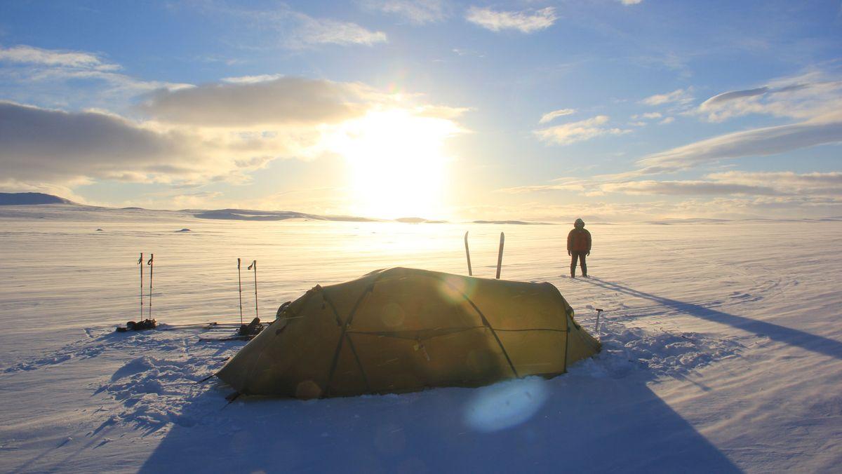Expeditionszelt in Eislandschaft
