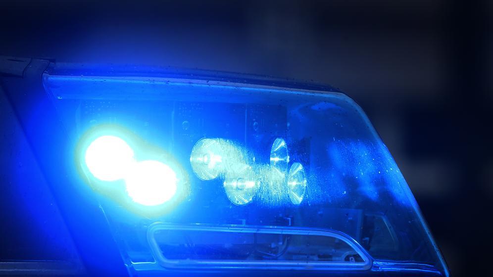 Ein Blaulicht an einem Polizeiauto (Symbolbild) | Bild:pa/dpa/Karl-Josef Hildenbrand
