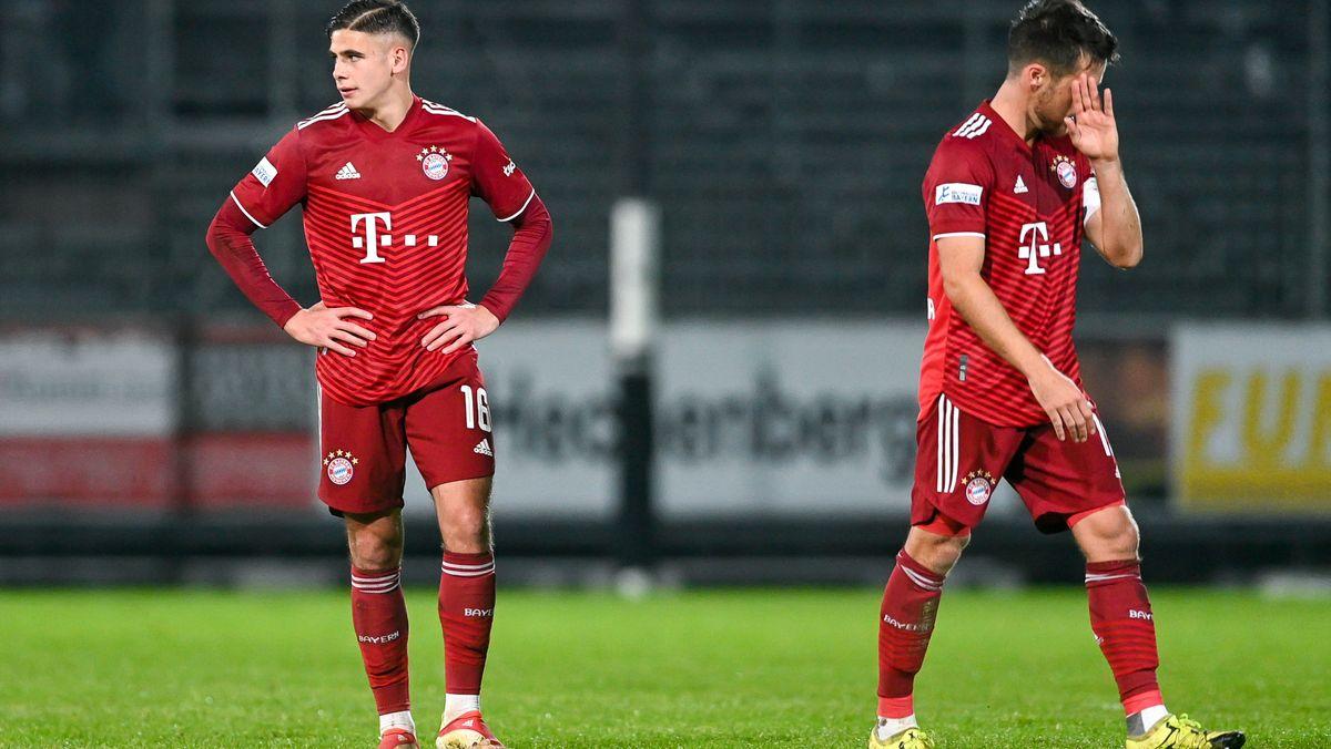 Enttäuschte Gesichter nach dem Remis gegen Burghausen: die Bayern-Spieler Nemanja Motika (links) und Maximilian Welzmüller.